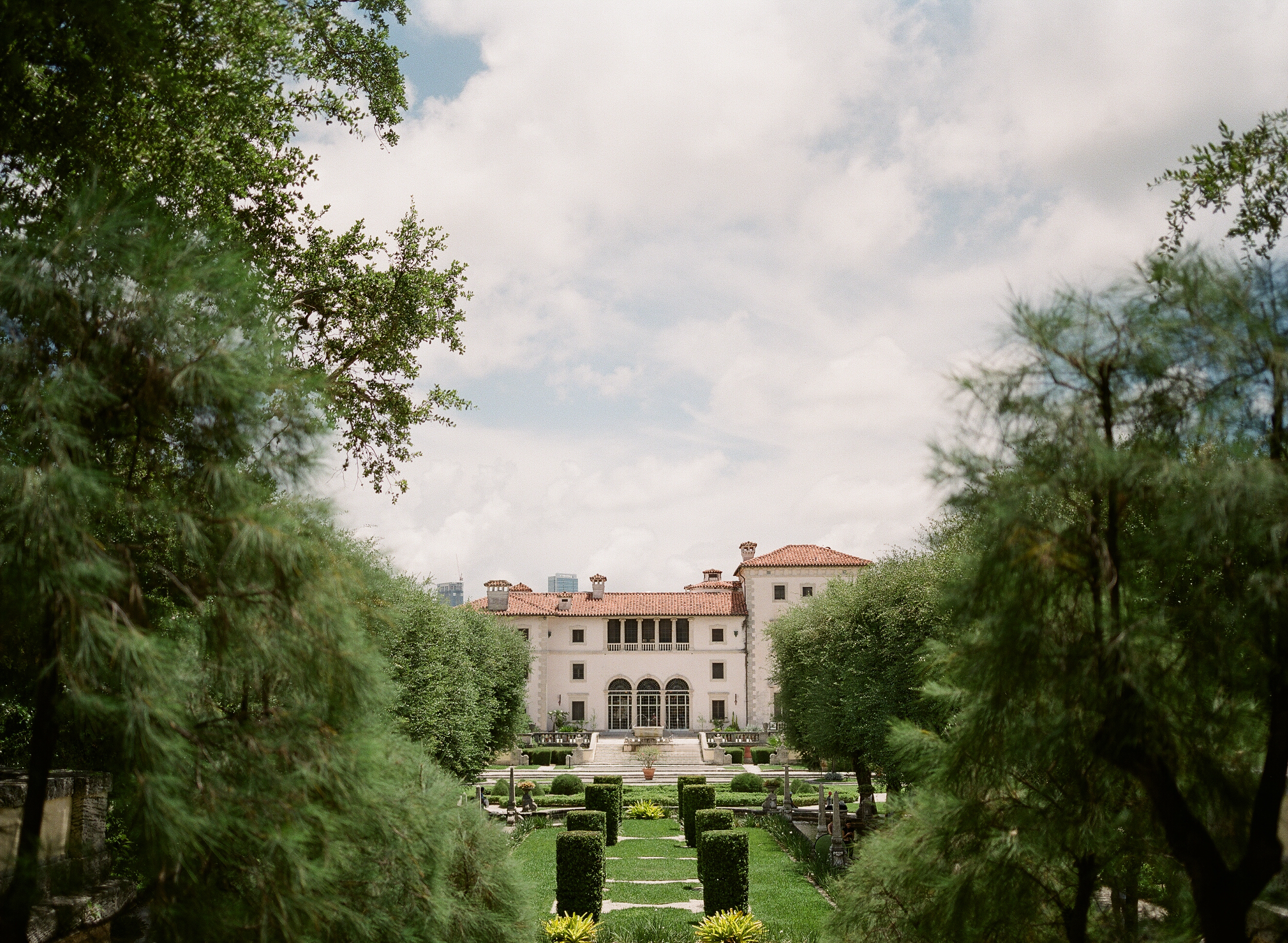 The Vizcaya Gardens Are A Wedding Photographer S Dream If You Looking For Stateside Venue With European Flair