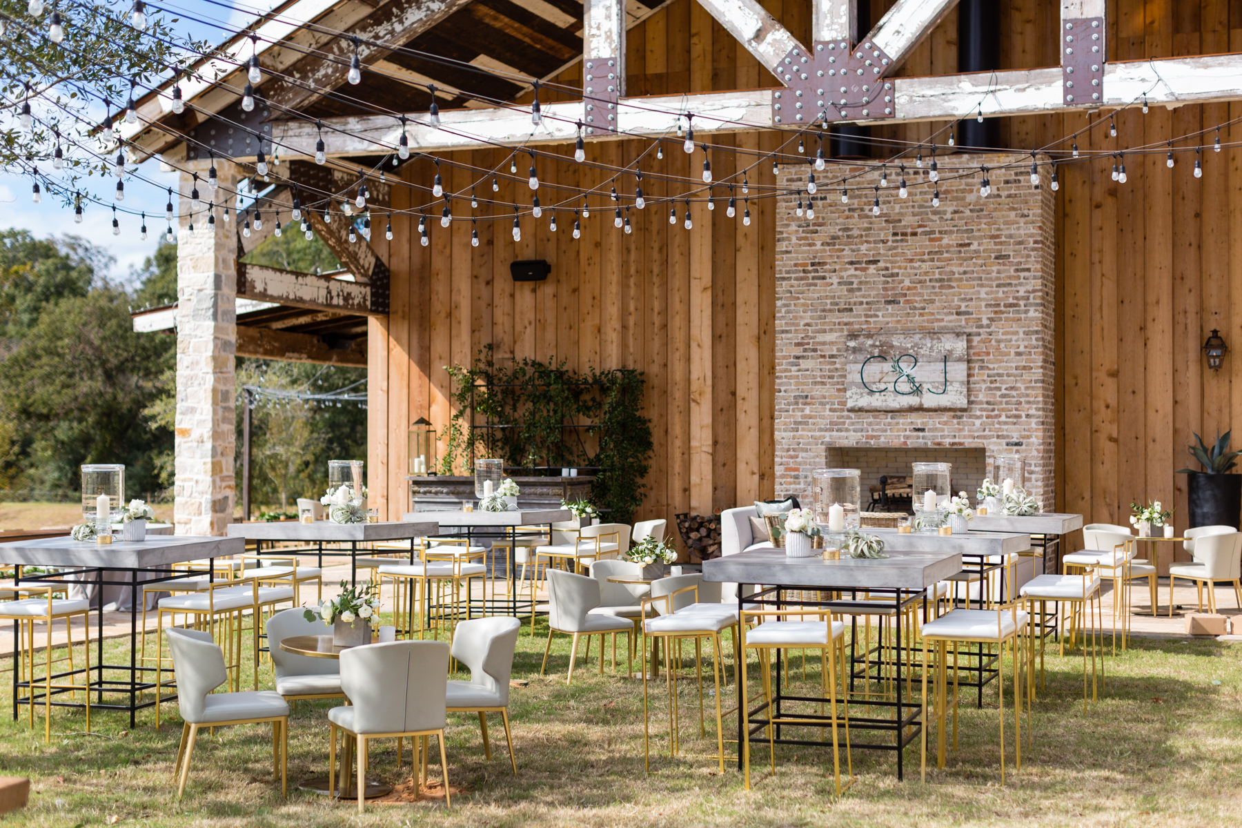 Texas ranch wedding reception and outdoor cocktail space